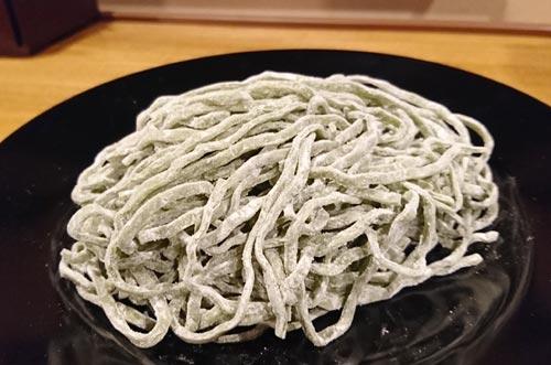 ホウレン草麺